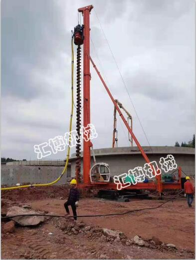 18米长螺旋钻孔机客户施工中 汇博机械